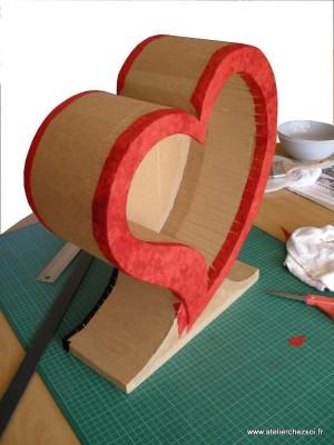 DIY urne en carton en forme de coeur
