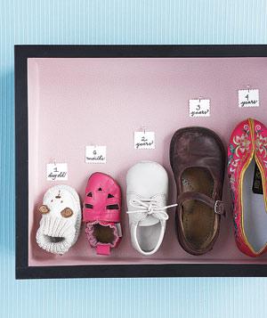 diy chaussures enfants dans un tableau