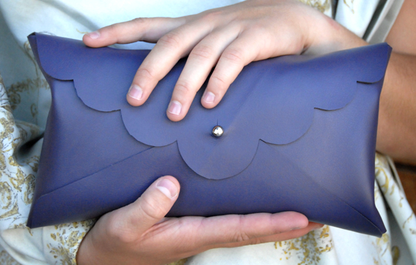 DIY Pochette cuir sans couture bleue