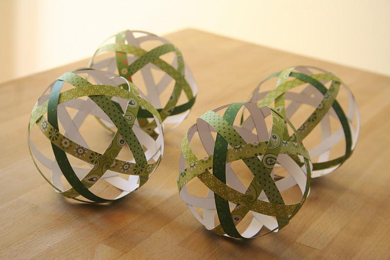 Diy fabriquez vos boules de no l avec du beau papier - Faire des boules de noel en papier ...