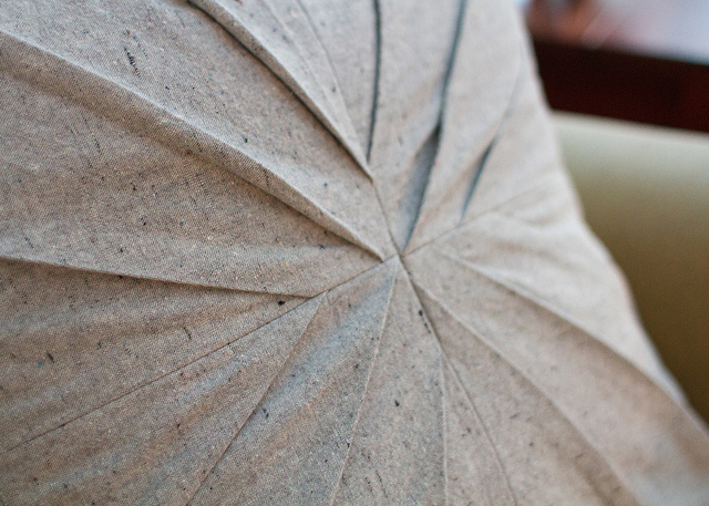 Diy jolis coussins plein de plis fa on origami - Mousse pour faire des coussins ...