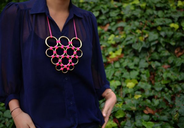 DIY collier anneaux neon