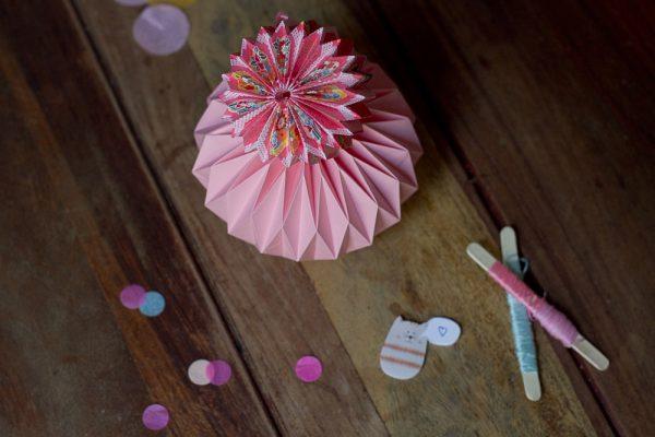diy boules de papier en origami le meilleur du diy. Black Bedroom Furniture Sets. Home Design Ideas