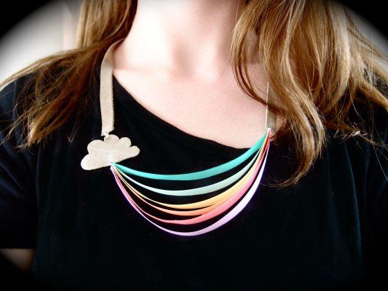 DIY collier arc en ciel avec petit nuage en cuir