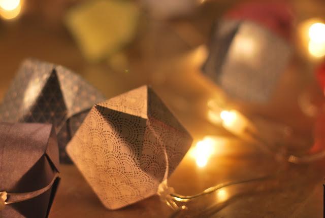 diy guirlande en origami le meilleur du diy. Black Bedroom Furniture Sets. Home Design Ideas