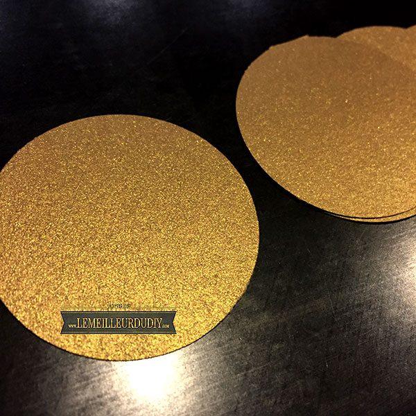 confettis fait maison avec une perforatrice