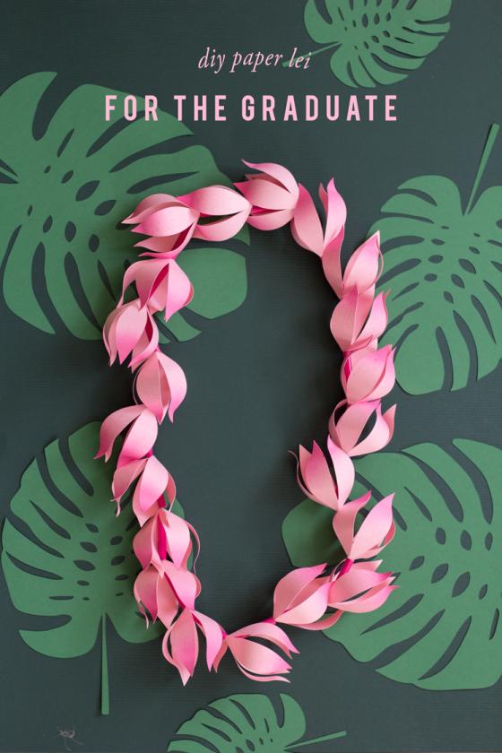 Apprendre à faire des fleurs en papier et un collier